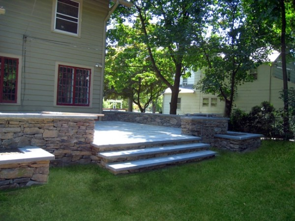 raised-patio-with-natural-stone-south-orange